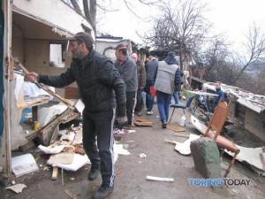 Демонтаж цыганского лагеря в Турине