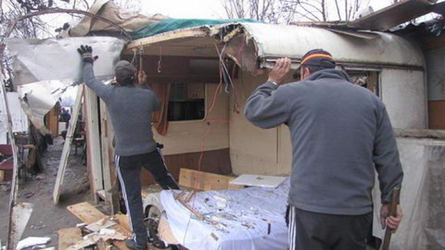 Демонтаж цыганского табора на Lungo Lazio Stura в Турине
