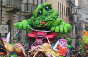 Италия карнавал в Кивасо