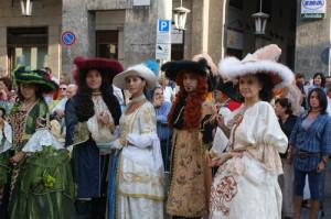 Яркие карнавалы Италии