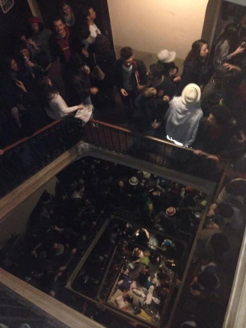 Развлечения итальянской молодежи в городе Турин Мега тусовка студентов Турин - 500 человек в одном доме