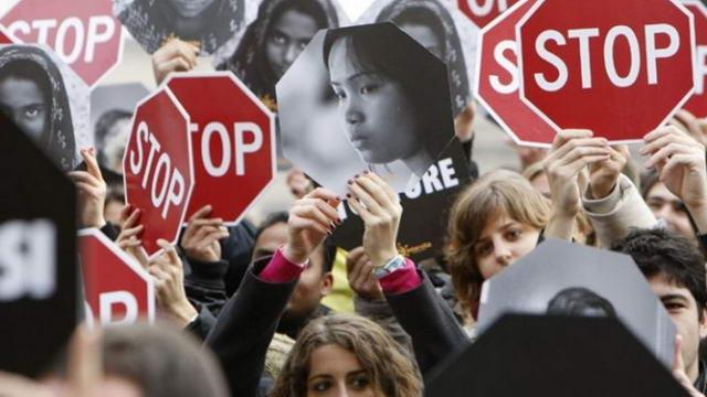 Женщины Турина. Кнопка для сохранения жизни
