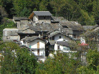 Продается итальянская деревня в Альпах возле национального парка Турин в июле 2014 года