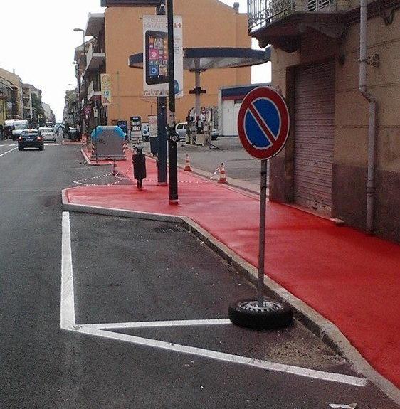 Жители Турина проснулись и увидели красный тротуар