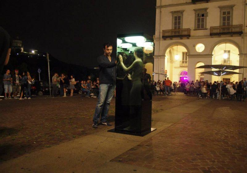 Голая женщина на площади Турина Итальянский Фемен в Турине Femen