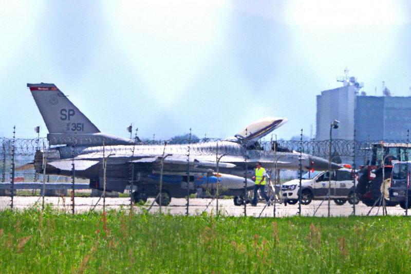 Экстренная посадка истребителя ВВС США в Италии Турин