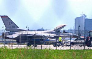В аэропорту Турина экстренно приземлился истребитель американских ВВС