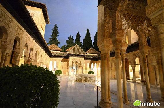 Гранада — город, где прекрасно уживаются католицизм и ислам