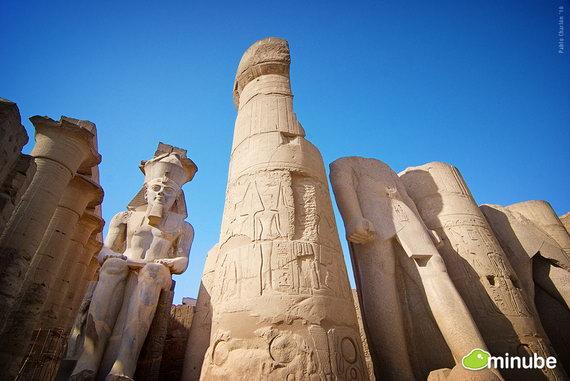 Луксор, Египет - расположен вдоль набережной Нила