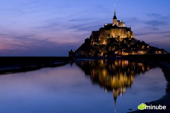 Замок Мон Сен-Мишель — одна из самых популярных достопримечательностей Франции