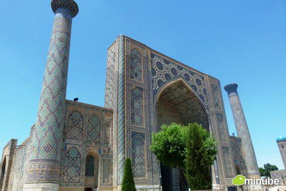 Узбекистан — это сокровища Великого Шелкового пути, лазурные мечети Самарканда и караван-сараи Бухары