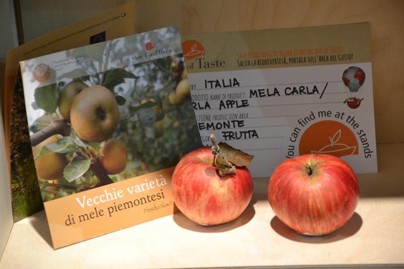 Яблоки на салоне вкуса в Турине