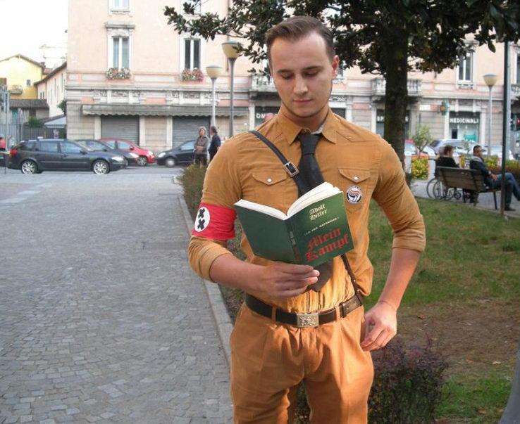 Гей фашист в Милане против традиционной семьи в Италии Фашист гей в Италии Милане Бергамо