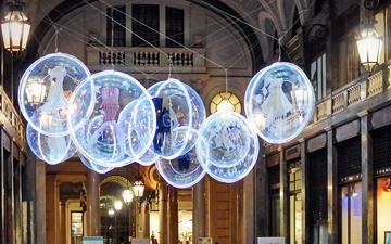 Итальняская мода в огненных инсталляциях в Турине