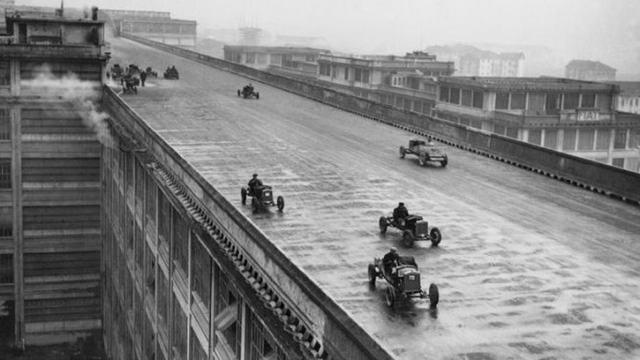 Испытание авто ФИАТ в Турине на крыше завода