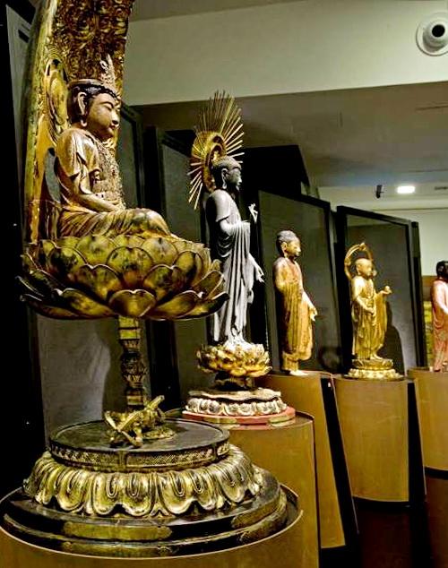 Японские скульптуры музея восточного искусства Турина