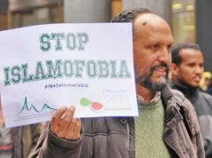 Манифестация против расизма в Турине