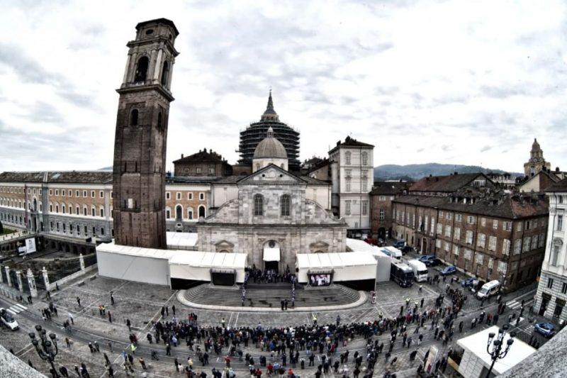 Туринская плащаница показ 2015 панорама собора Турин открытие экспозиции Туринской плащаницы 2015