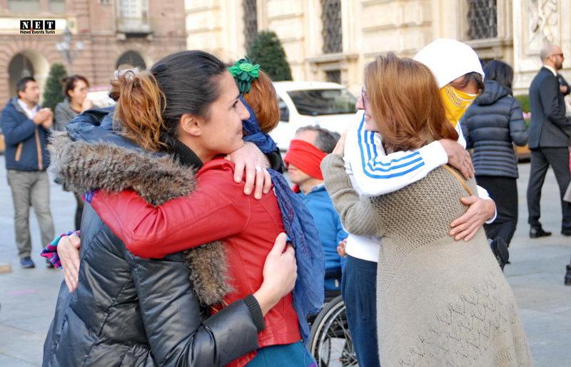 #MiFidodiTe Abbracci liberi Torino 31 ottobre Бесплатные объятия в Турине
