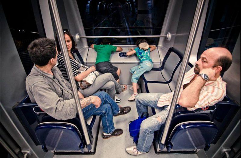Дети в автоматическом метро Турина