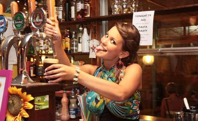 Работа в Италии в баре кофе разливать