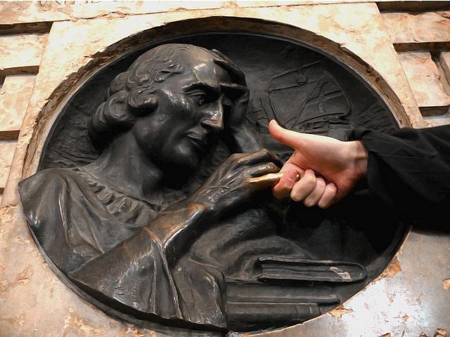 Достопримечательности Турина площадь кастелло палец колумба