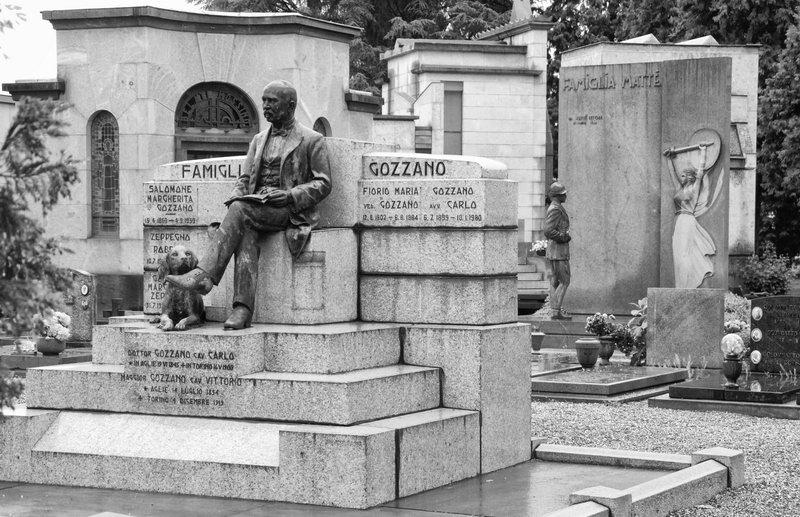 Фотографии к кладбищ Турина монументы