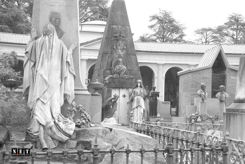 Скульптуры на кладбище как произведения искусства