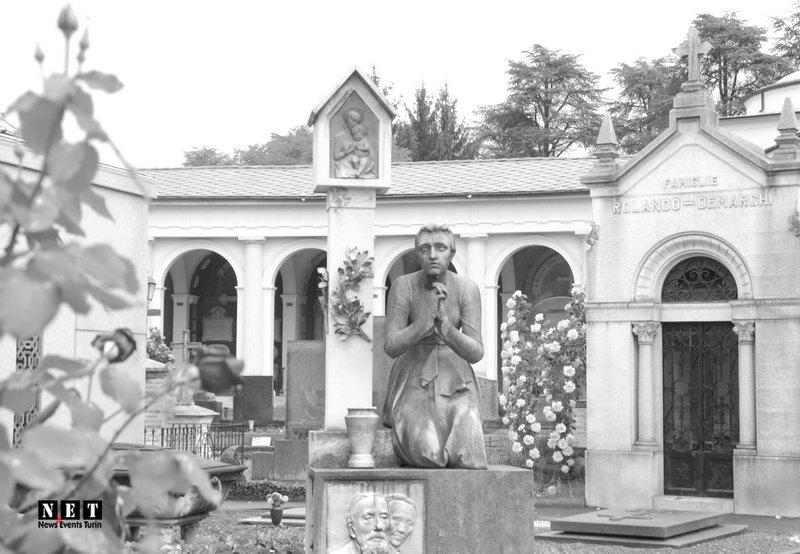 Различные скульптуры на кладбище Италии в Турине