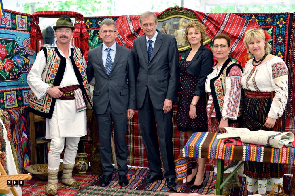 Мэр Турина Пьеро Фассино и его помощница Елена Путина