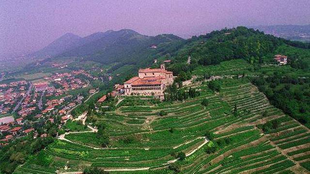 Дворцы и замки севера Италии Замок Куистини