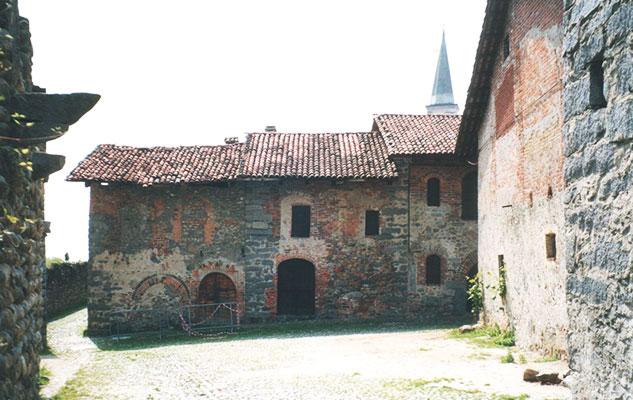 древнее село в пьемонте старые постройки