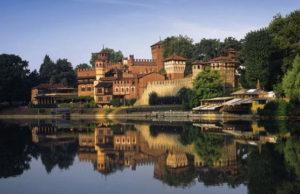 Средневековая деревня в Турине крепость входит в достопримечательности Турина в парке Валентино