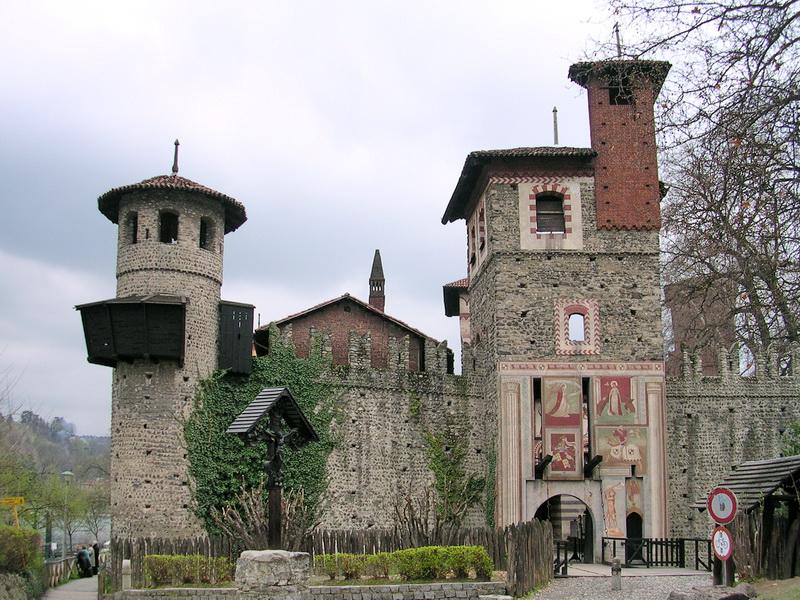 Дворцы замки Турина борго медиевале Средневековая деревня и крепость в Турине
