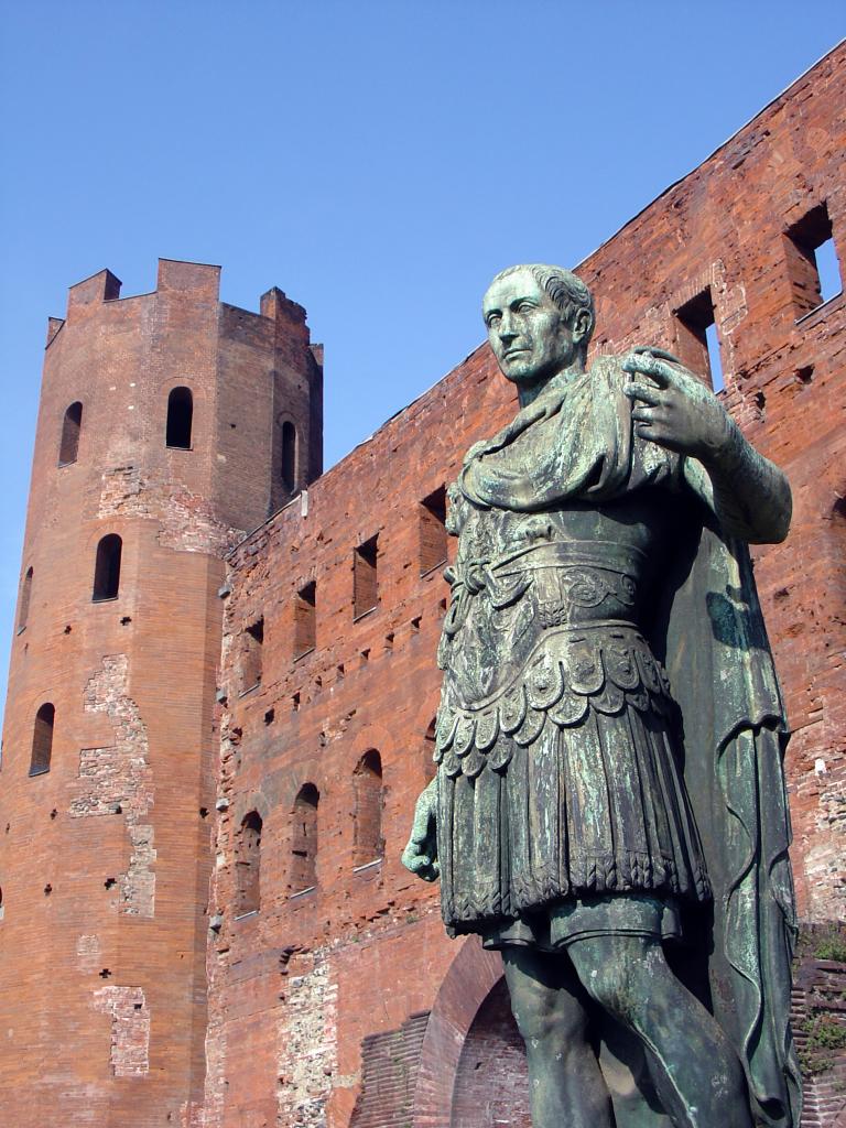 Памятник цезарю Порта Палатина Турин