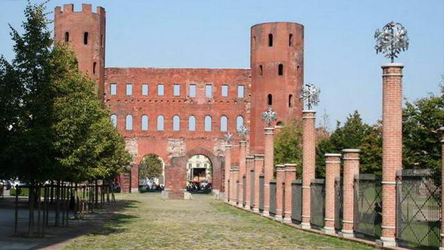 Палатинские ворота в Турине Ворота Порта Палатина – античные городские ворота в Турине