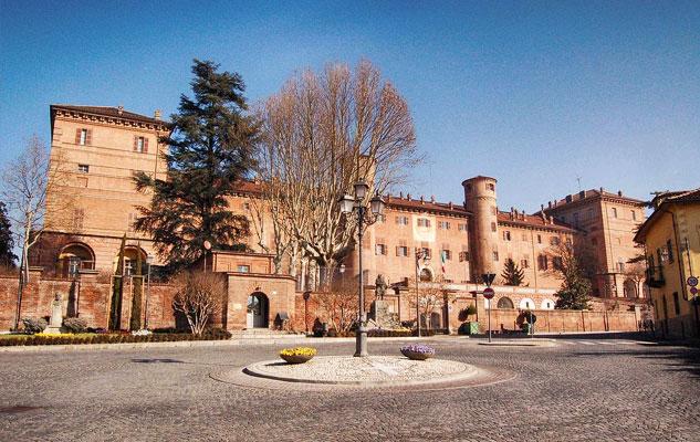 Замок Монкальери в Турине