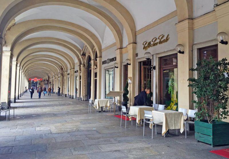 Историческое кафе на площади Сан Карло в Турине