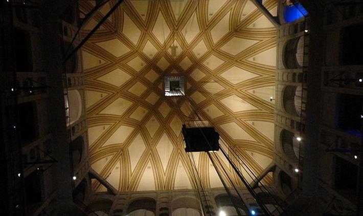 Национальный музей кино в Турине стеклянный лифт моле в башне