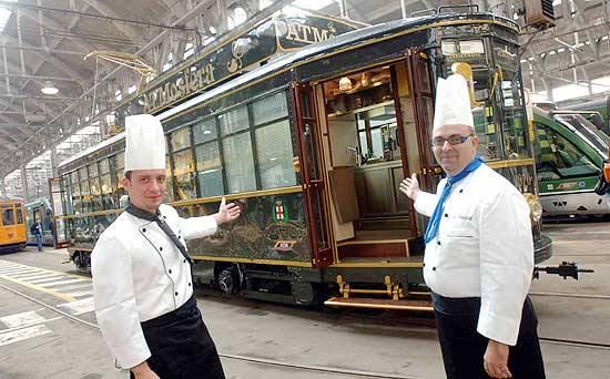 День влюбленных в историческом трамваее Турин Италия