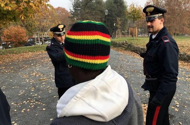 Турин борьба с наркотиками в парке Валентино
