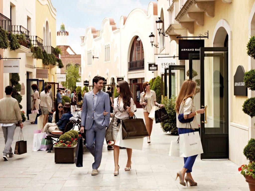 Итальянцы любят русских туристов за шоппинг итальянцы о русских туристах