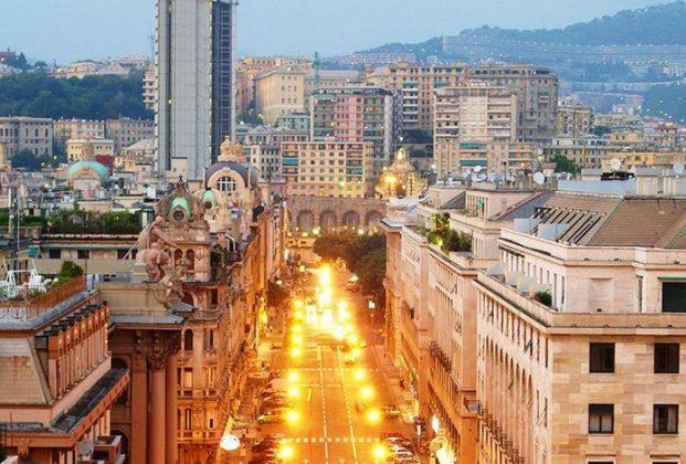 Генуя - на Виа Гарибальди торговая улица для шоппинга