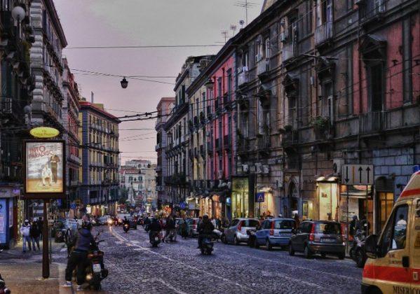 Неаполь - Виа Толедо Шоппинг торговые зоны города