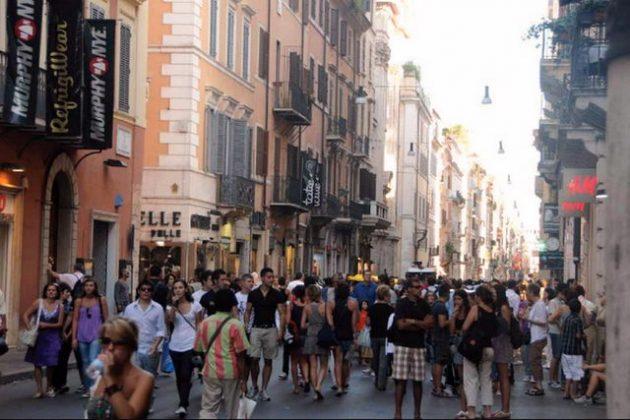 Рим - торговая улица Via Del Corso шоппинг