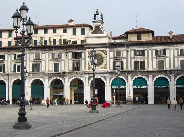 Север Италия город Брешия