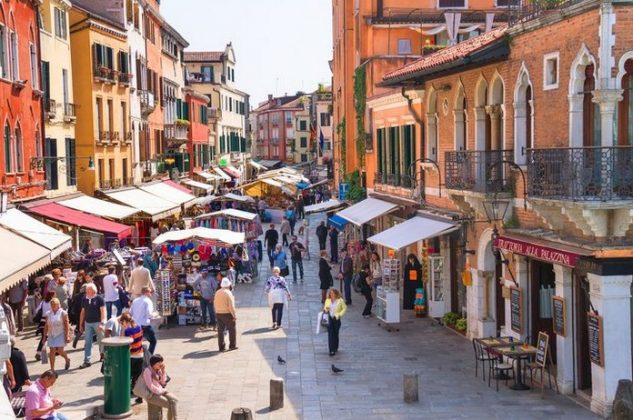 Венеция - Мерсери В Венеции есть знаменитая улица Мерсери, который считается шоппинг зоной с цепью торговых бульваров и улиц.