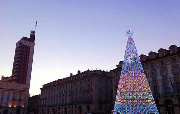 Новогодняя елка в Турине на главной площади Кастелло