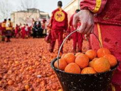 Битва апельсинов в Италии Карнавал 2018 года в Ивреа уникальное историческое событие