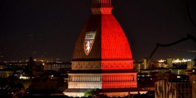 Проекция на Туринской башне футбол Италия